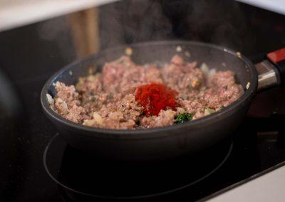 Relleno de carne recien condimentado