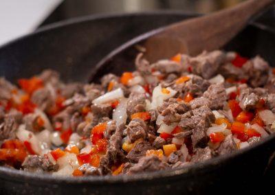 Relleno de carne, cebolla y aji