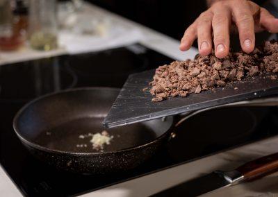 Carne cocida a punto de entrar en el sarten