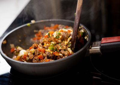 Relleno de carne y verdura en sarten