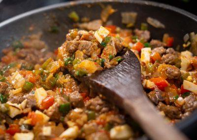 Relleno de carne, cebolla, huevo y aji