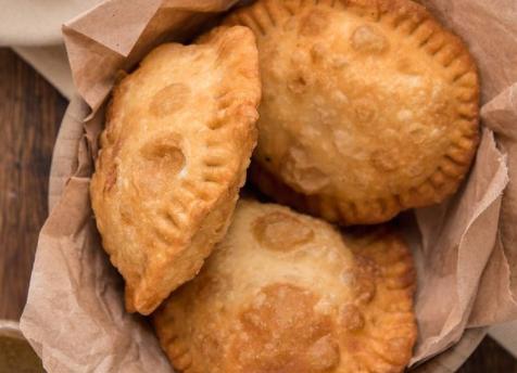 Pastelitos andinos: los primos venezolanos de la empanada hacen pie en Buenos Aires